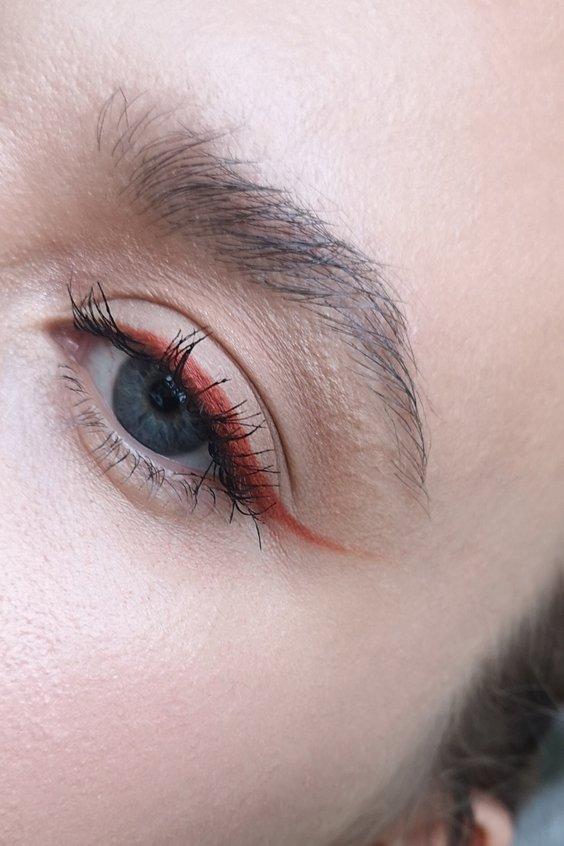 simple red eyeliner makeup look