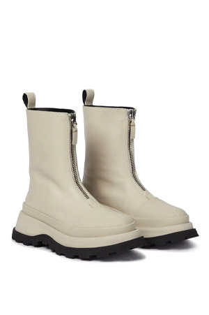 Autumn-Winter 2021 trends white leather boots with front zip and double-coloured sole