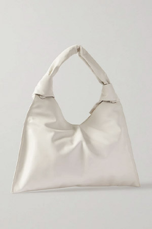 Autumn-Winter trends 2021 xxl white square leather bag with two knots on the holder