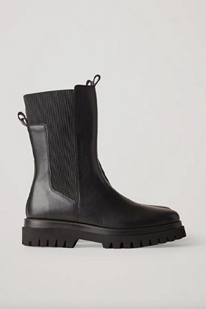 Autumn-Winter 2021 trends chunky sole leather ankle boots